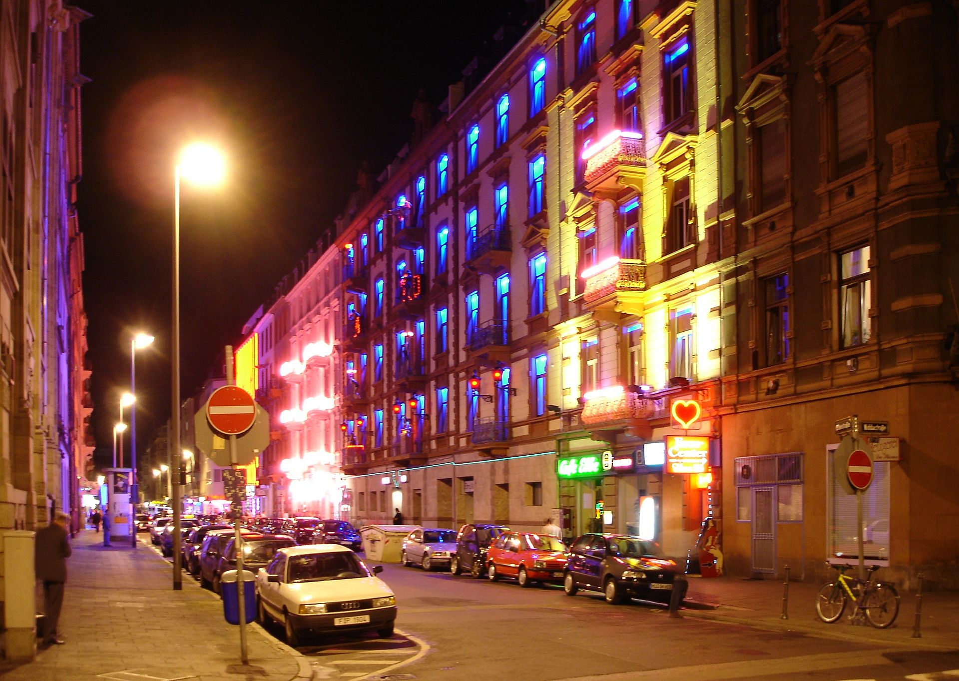 Girls in Duisburg
